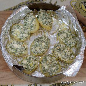 картофель запеченный с фетой и чесноком
