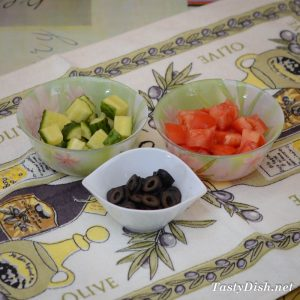 салат с фетой, помидорами и сладким перцем