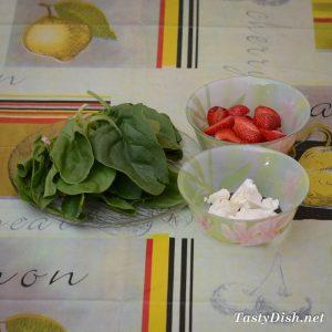 салат с клубникой, шпинатом и фетой