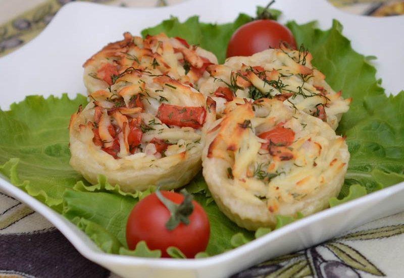 тарталетки с брынзой и помидорами