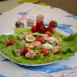 салат с лососем и помидорами