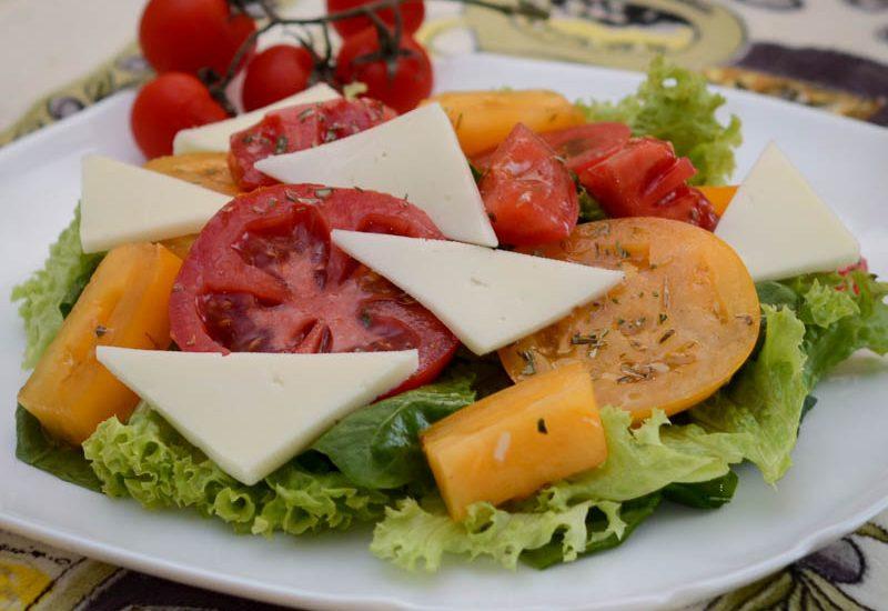 салат с моцареллой и помидорами фото