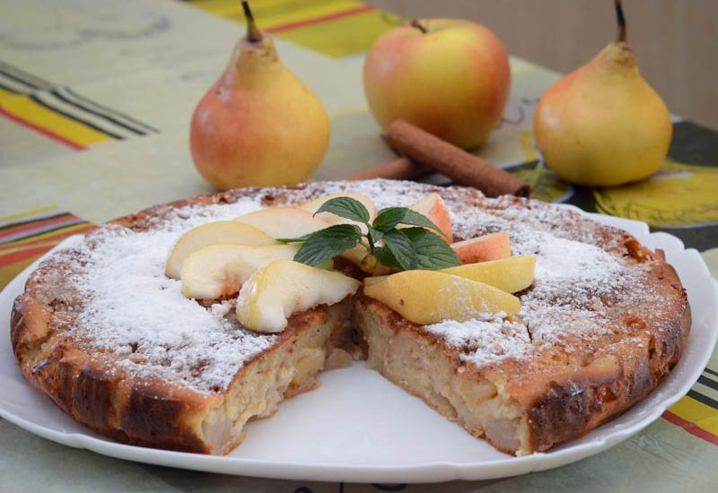 заливной пирог с яблоками и грушами