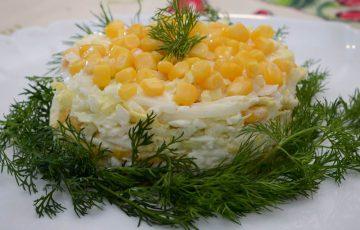 простой салат с пекинской капустой и кукурузой