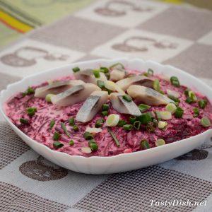 вкусный и простой салат с сельдью
