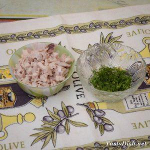 вкусный салат со свеклой курицей и черносливом