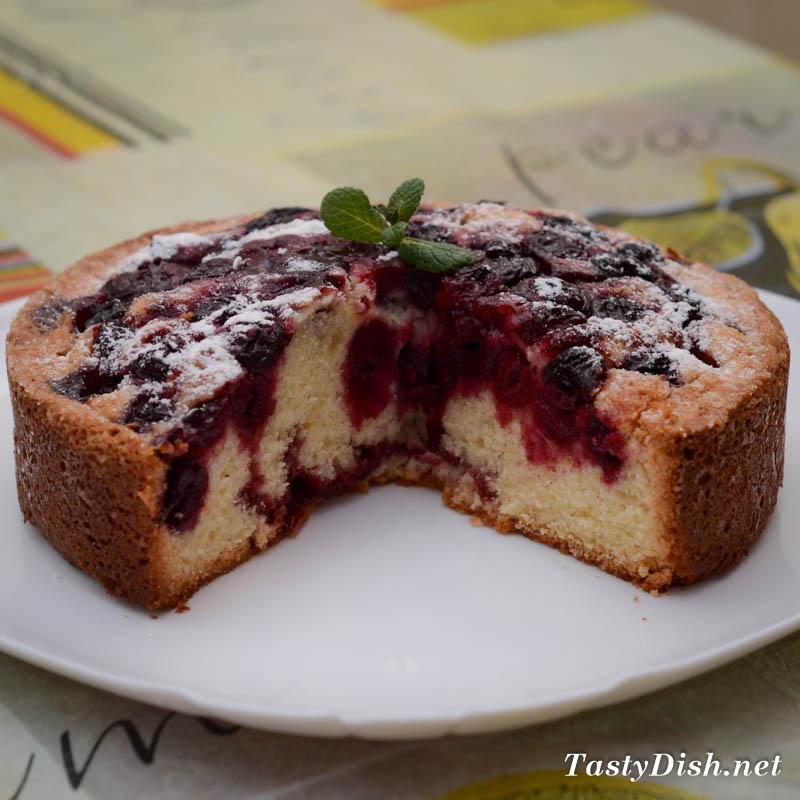Пирог с вишней в духовке: 12 самых вкусных и простых рецептов