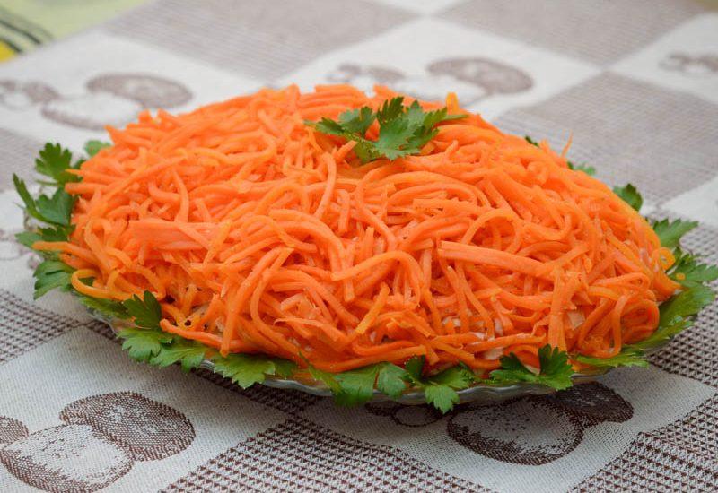 вкусный салат из копченой курицы с корейской морковкой
