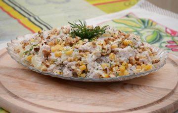 вкусный салат с куриным филе и ананасами рецепт с фото
