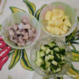 вкусный и простой салат с сельдью и яблоком