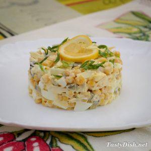 вкусный и простой яичный салат с кукурузой