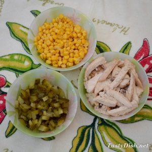 рецепт салата с куриной грудкой и кукурузой