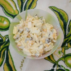 вкусный салат из куриной грудки и кукурузы