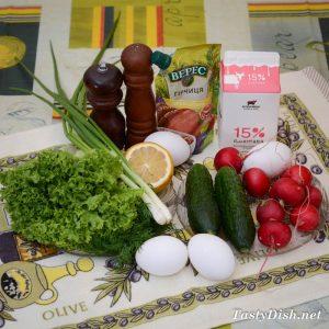 ингредиенты для легкого весеннего салата с огурцами и яйцом