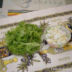 легкий салат с огурцами и яйцом