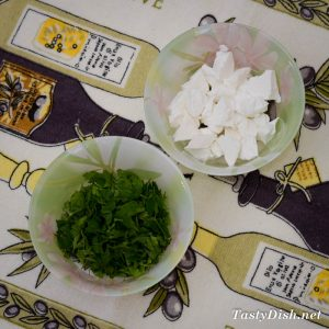 простой летний салат из кабачков с сыром