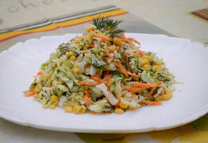 вкусный салат из молодой капусты с морковью
