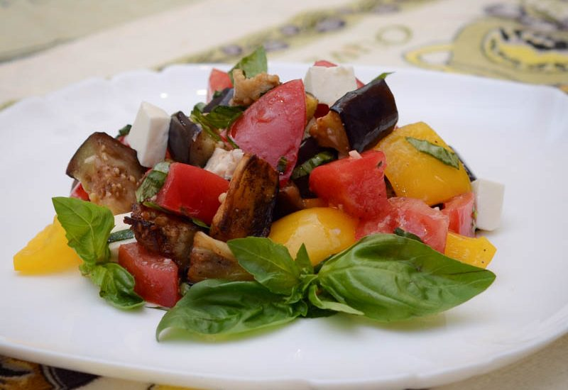 вкусный салат из жареных баклажанов рецепт с фото