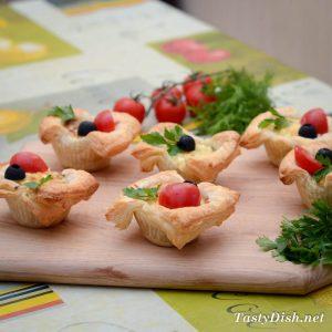 простые слойки с творогом и сыром рецепт с фото