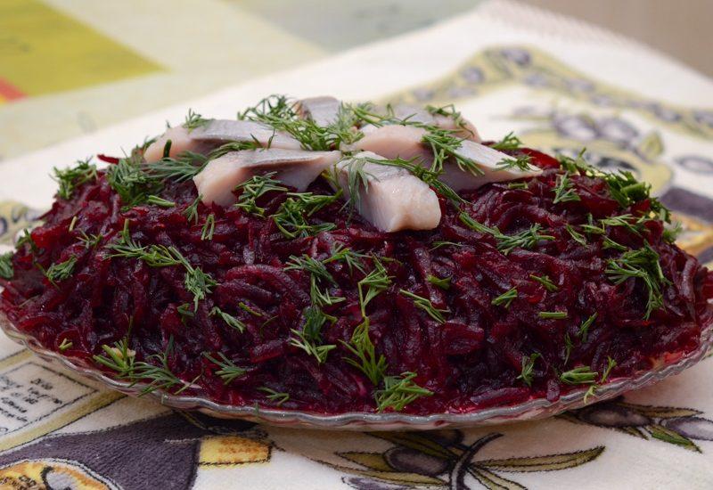 вкусный салат из сельди и свеклы рецепт с фото