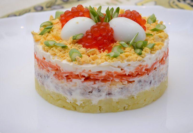 вкусный салат из скумбрии рецепт с фото пошагово