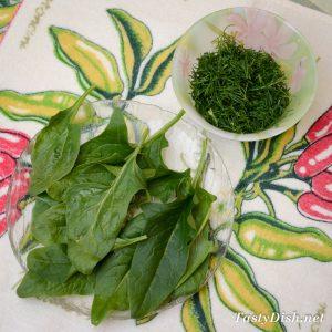 вкусный весенний салат со шпинатом, редисом и яйцом рецепт с фото