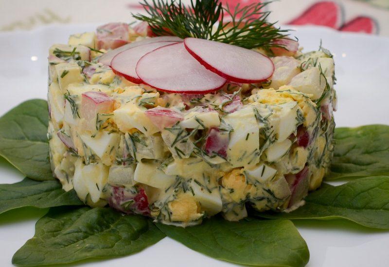 весенний салат с редисом и яйцом рецепт с фото пошагово