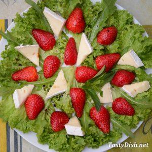 вкусный салат с клубникой рецепт с фото пошагово