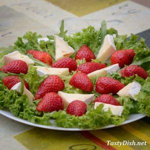 простой салат с клубникой рецепт с фото пошагово