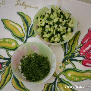 вкусная окрошка на кефире с минералкой и колбасой рецепт с фото пошагово