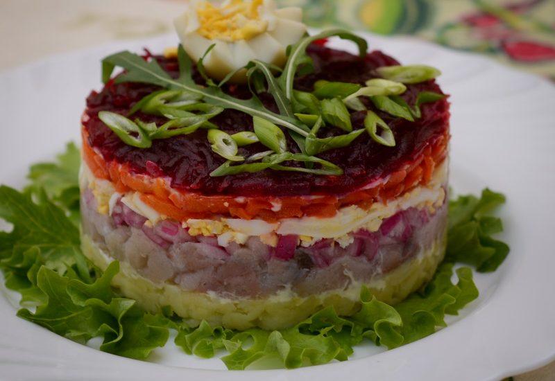 салат с копченой скумбрией рецепт с фото пошагово