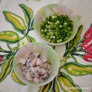простой салат с сельдью рецепт с фото пошагово