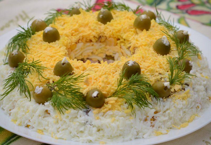 слоеный салат с копченой курицей и грибами рецепт с фото пошагово